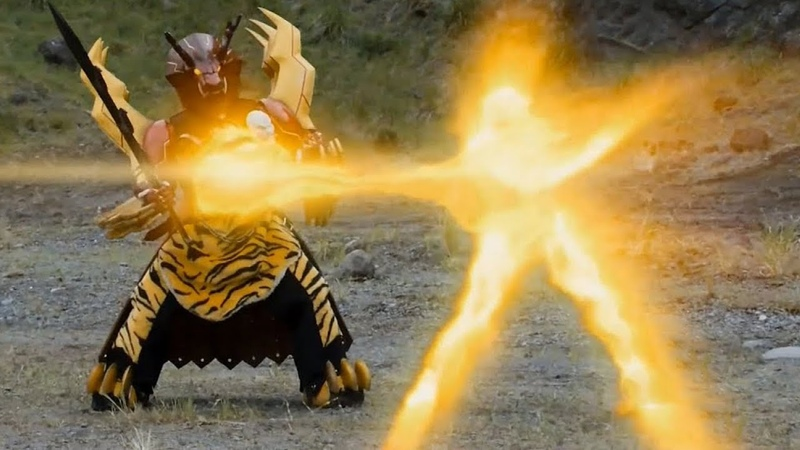 Power Rangers Official Dino Charge. Furys Golden Energy