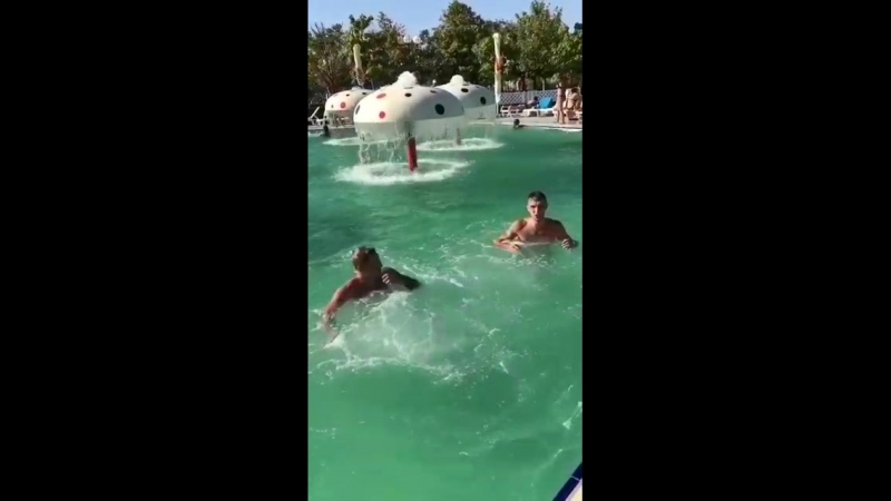 Типичная движуха с бассейном