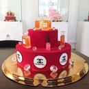 Потрясающе красивые торты, которые даже жалко есть.