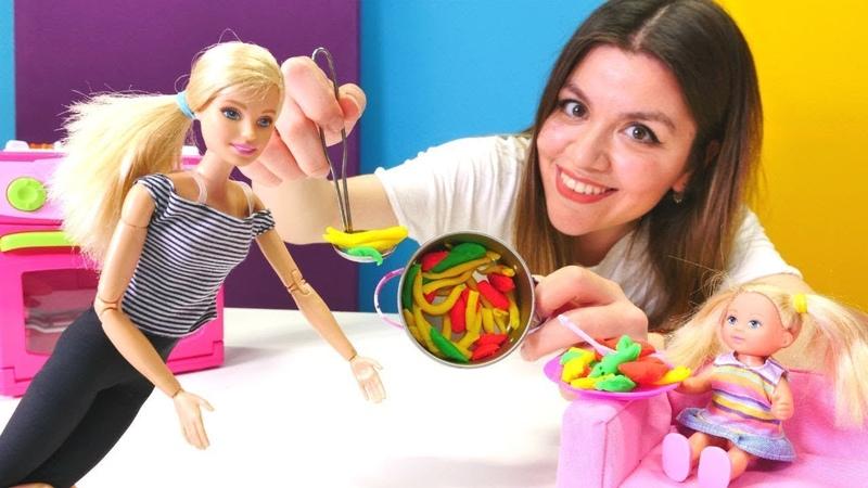 Barbie ile yemek yapma oyunları Kız videoları derlemesi