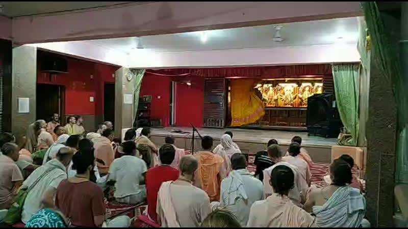 Вечерний киртан в Радхе кундже