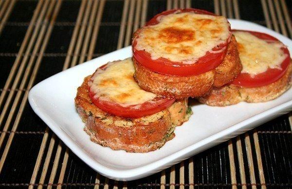 Гренки с помидорами и сыром к завтраку  Ингредиенты на...