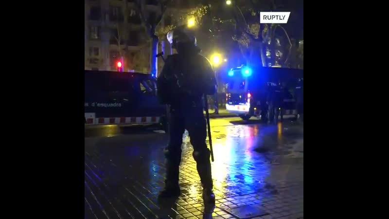 Affrontements entre police manifestants à Barcelone pour la 7ème nuit consécutive depuis l