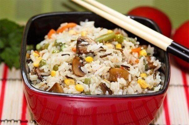 Пикантный  рис с овощами и грибами