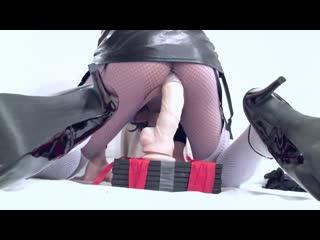 Кросс в платье трахается со своими игрушками [Crossdresser, Sissy, Amateur, Anal, Dildo]
