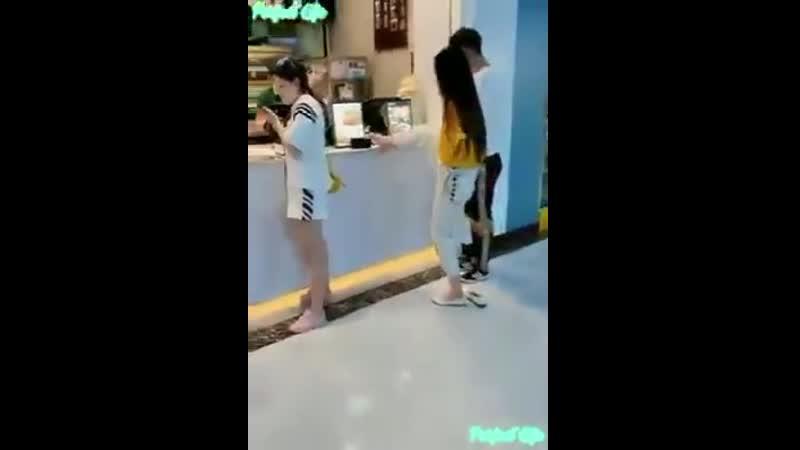 Видеоролик с молодой инвалидной парой привлёк внимание в интернете