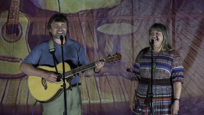 Группа 'Чистая река' (Ольга и Слава Козловы) на сцене «Песни для друзей»