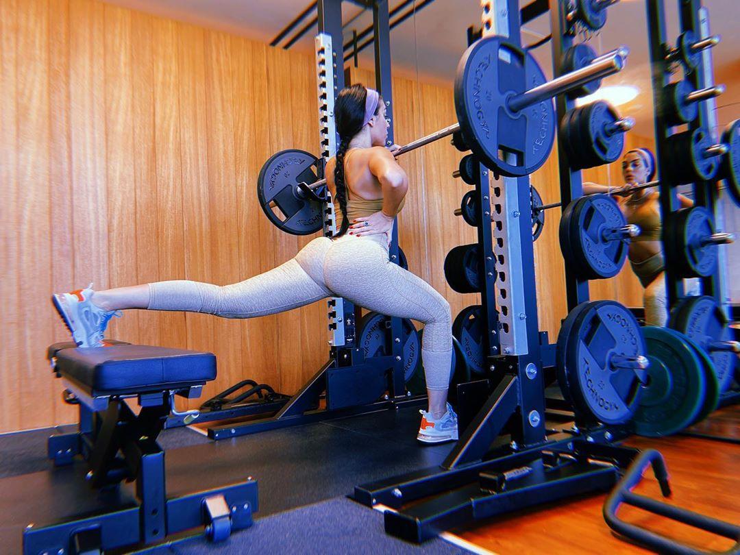 Жена Роналду усердно занимается спортом даже на карантине  Выглядит потрясающе