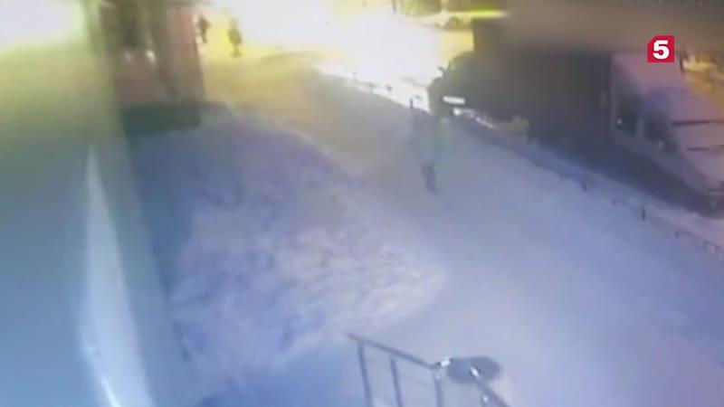 Рейсовый автобус врезался в здание кинотеатра Современнник