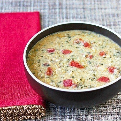 Очень, ну очень вкусный чесночно-куриный суп Ингредиенты:3 спелых помидора1/4 стакана оливкового масла2 куриных грудки, нарезать6 зубчиков чеснока, выдавить1,5 стакана спелых сухарей батона1/2