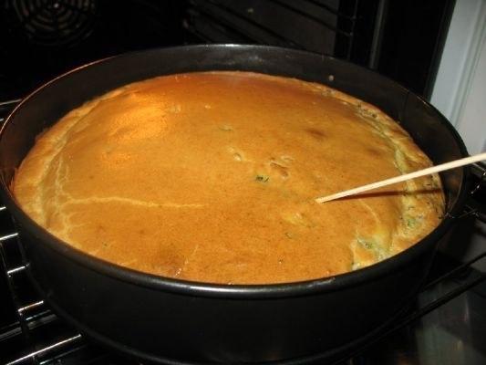 Фото: Супер нежный пирог с капустой и мясом<br><br>Ингредиенты:<br>капуста свежая- половинка маленького кочанчика<br>350 - 400 грамм фарша говяжьего ( можно