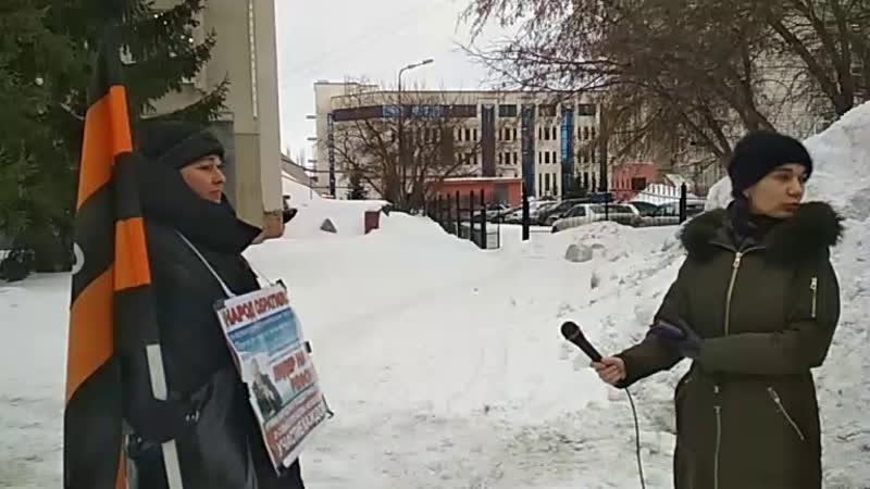 СМИ берет интервью, перед передачей подписей.