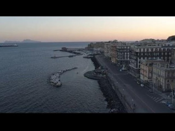 La poesia letta dal commissario Montalbano per la Napoli vuota Il video spettacolare
