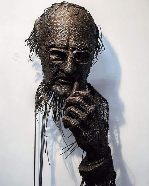 Скульптор из Румынии Дариус Хулеа использует для своих работ все виды металла нержавеющую сталь, железо, медь, латунную проволоку Его проволочные композиции представляют собой смесь классики и