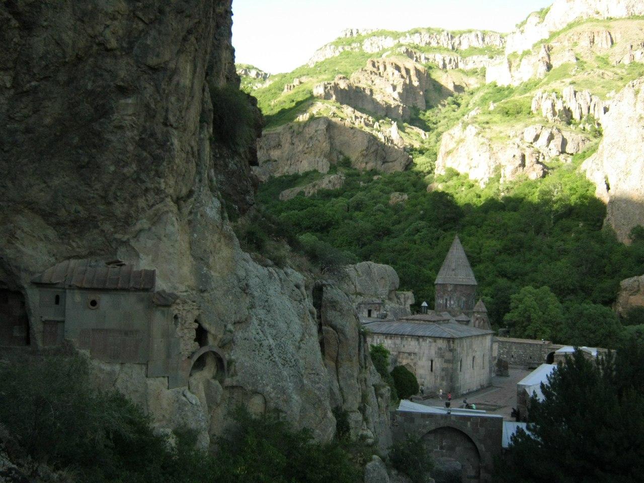 Монастырь Гегард, пещеры с хачкарами