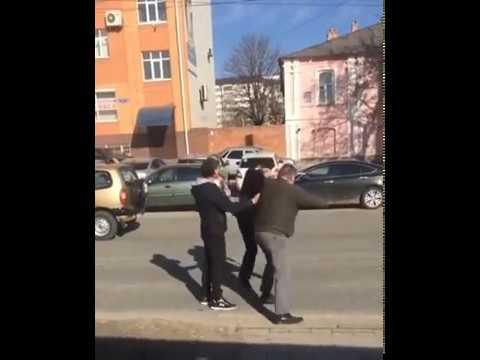 Дуэль маршрутчика и пешехода в Ставрополе на палках