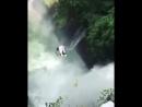 А вы бы рискнули нырнуть в водопад?🤔У меня дух захватывает от этого видео😱