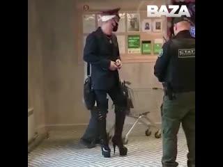В Челябинске экстравагантный мужчина пришел в супермаркет