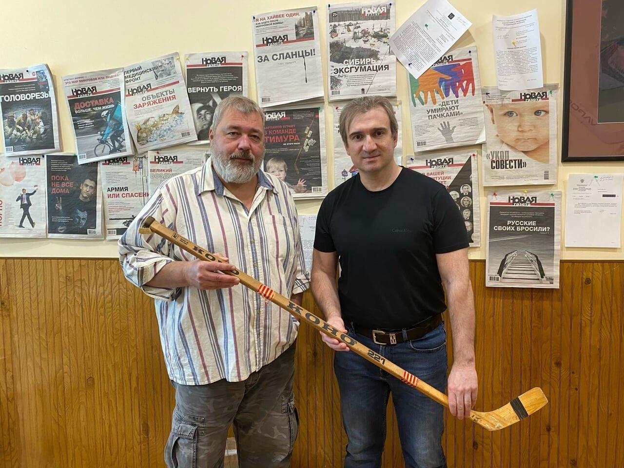 Александр Харламов подарил клюшку отца для аукциона, деньги пойдут на помощь детям, изображение №3
