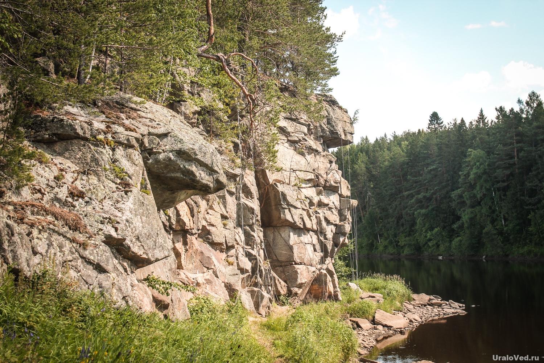 Скала Кликун-камень на реке Туре