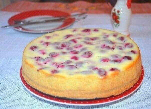 Творожный пирог с вишней.
