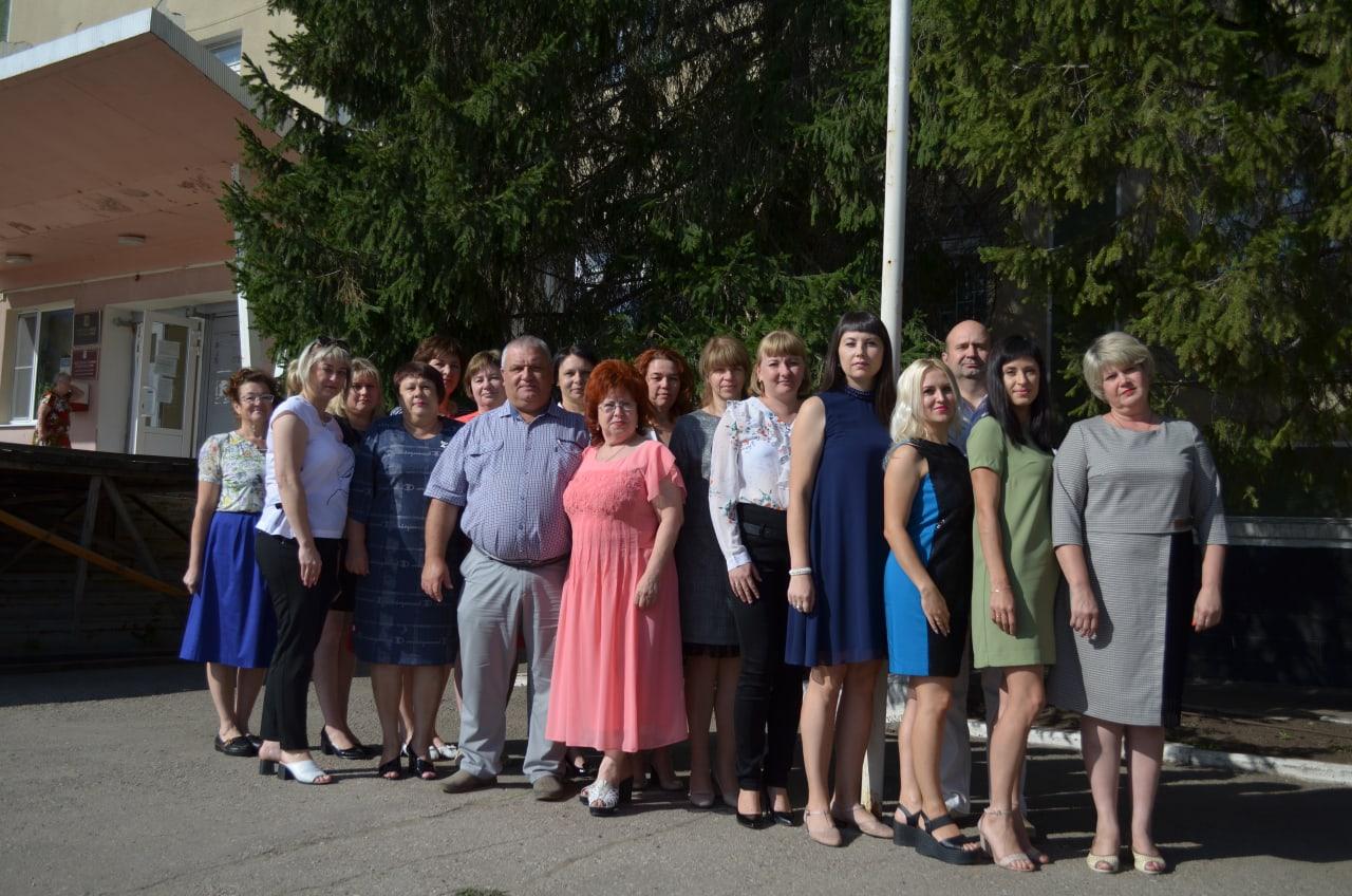 Сегодня поздравления с профессиональным праздником принимают специалисты финансовой сферы Петровского района