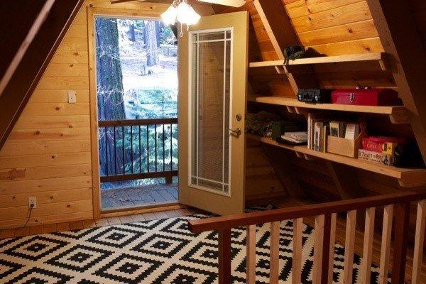 Крошечный домик в лесах Калифорнии