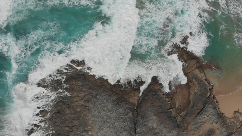 Фоновое видео Море Волны вид сверху 4К