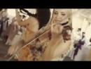 красивые девушки играют на скрипке и танцуют׃ beautiful girl playing the violin