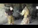 Спецназ Нож против пистолета в ограниченном пространстве