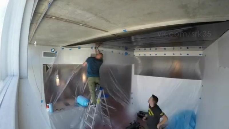 Монтаж черного глянцевого натяжного потолка в офисном здании