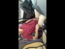 Дрочу член голышом в машине