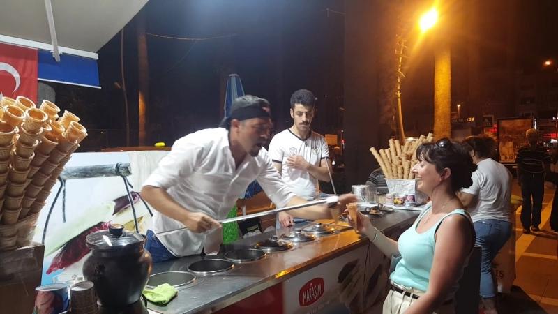 Веселые турецкие мороженщики