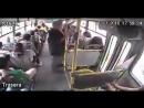 Почему надо держаться крепко за поручни в автобусе