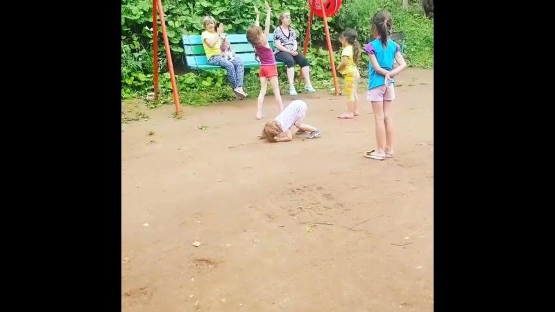 моя гимнастка маленькая😂