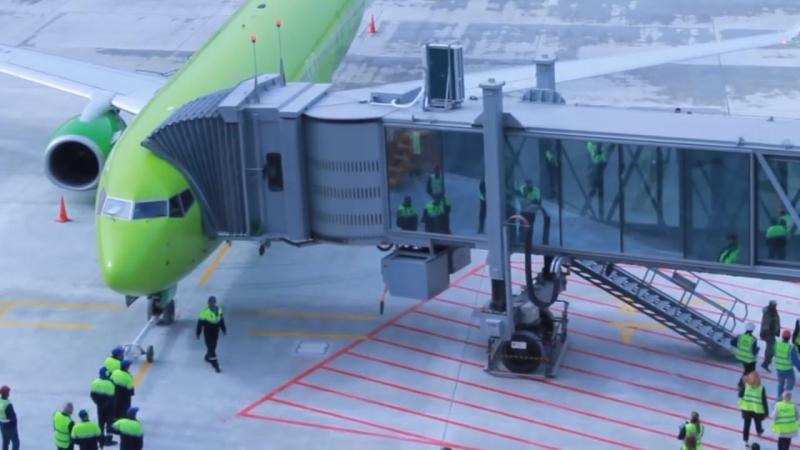 Телескопическіе трапы новаго аэропорта Симферополь 3 16 апрѣля 2018 смотреть онлайн без регистрации