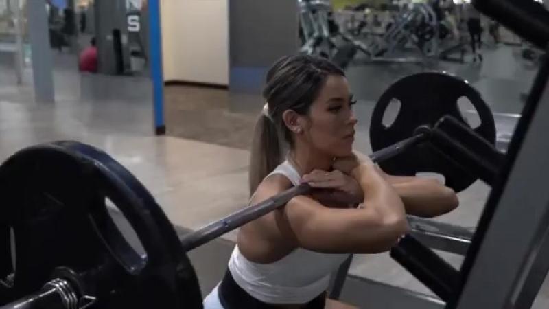 Тренировка ног Кассандра Мартин