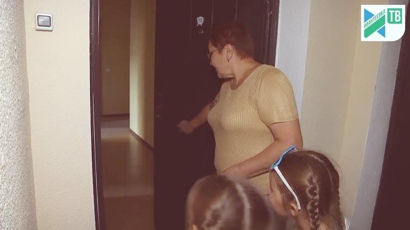 Еще несколько семей переселили с бараков и получили квартиры на Бережке