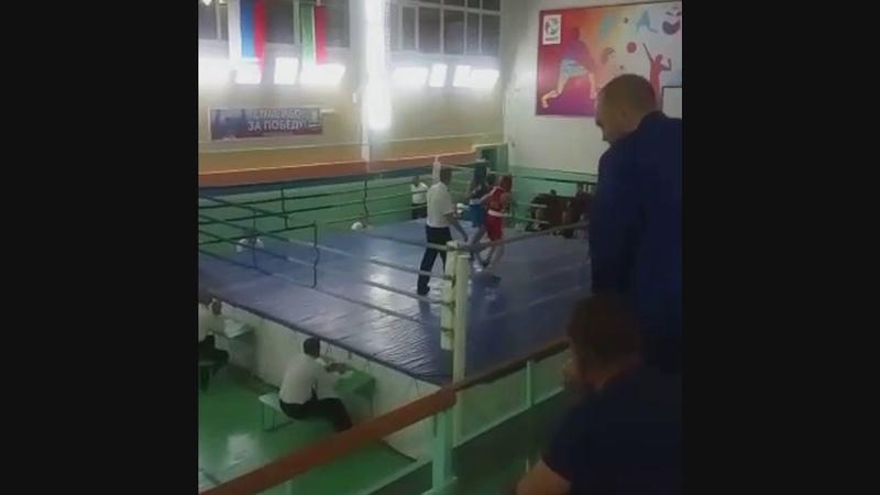 Богдан Рагузин (красный угол) - полуфинал - турнир по боксу в Зеленодольске