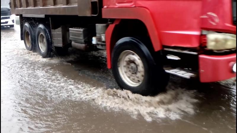 Улица Герцена тонет от дождя