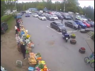Смертельная поездка пенсионера в супермаркет в Репино попала на видео