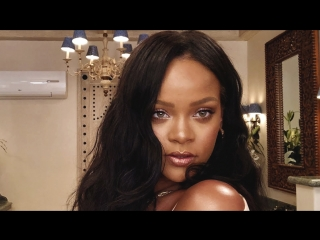 Rihanna ' s 10-Minute  Makeup- Vogue