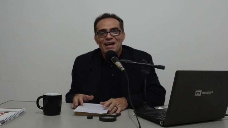 URGENTE! JORNALISTA ESCRACHA BOLSONARO, PLANTA O ÓDIO, MAS CORRE COM MEDO DOS DEBATES