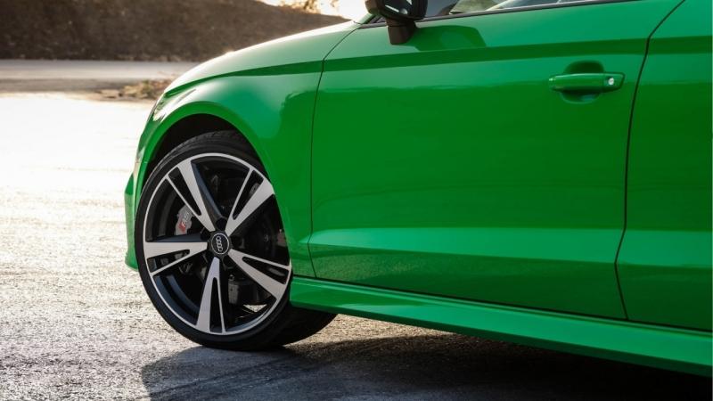 400 HP AUDI RS3 NAILING THE AUTOBAHN ALPS цвет вайпер грин (Viper Green)
