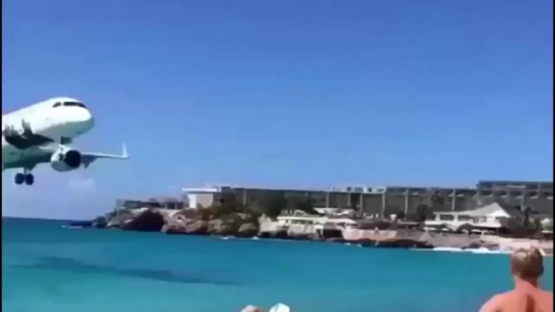 Самолеты низколетящие над пляжами, и их невероятная посадки.