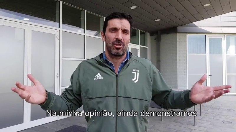 Buffon dá os parabéns a Casillas pelo jogo 1000
