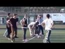 Юсуф Чим играет в футбол