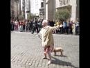 Бабуся отжигает битбокс в Брюсселе