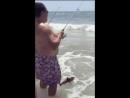 Когда жене на рыбалке скучно...