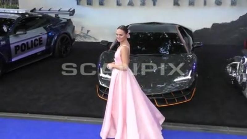 Laura Haddock na premiere de Transformers: The Last Knight em London, UK.